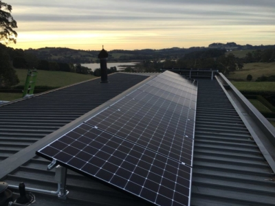 7kw SunPower/Fronius solar panel system - Wildes Meadow